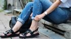 Cách dưỡng da chân hồng hào, mềm mại để tự tin diện sandal ngày nắng