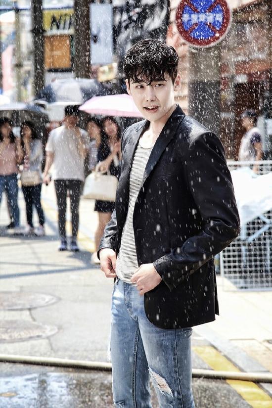 Loạt ảnh chứng minh Lee Jong Suk chính là 'nam thần bước ra từ truyện tranh'