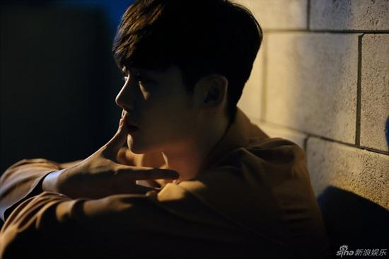 'W' tung ảnh Lee Jong Suk bị bắt giữ vì tội giết người