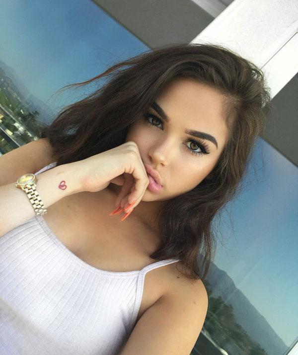 Hot girl 18 tuổi có hơn 1 triệu fan nhờ sở hữu ngoại hình quá giống Selena  Gomez