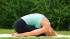 6 động tác yoga giảm đau lưng cho nhân viên văn phòng