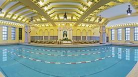 Những bể bơi trong nhà tuyệt nhất thế giới