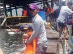 Chìm nhà hàng tại vịnh Vĩnh Hy, hàng trăm khách rơi xuống biển