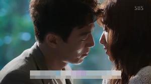 Doctors: Hé lộ cảnh hôn thứ hai của Park Shin Hye và Kim Rae Won