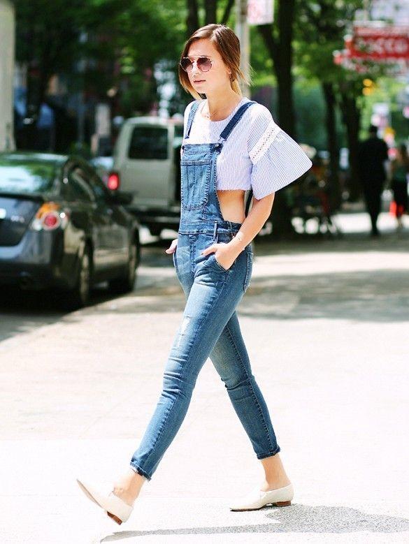 Phối áo croptop với quần yếm dài