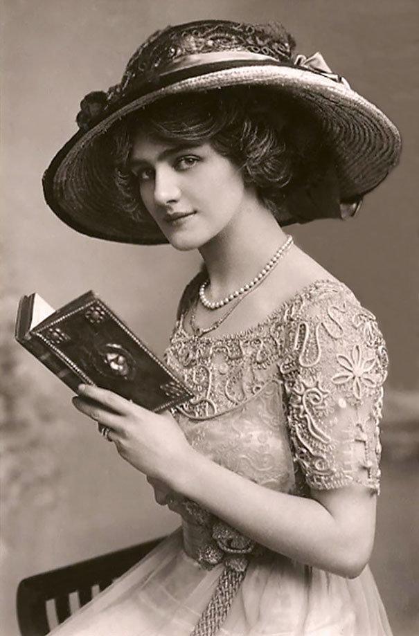 ... thái của một người phụ nữ đẹp và chuẩn mực lúc bấy giờ. Cùng ngắm nhìn  những bức hình về vẻ đẹp của phụ nữ cách chúng ta 100 năm trước nhé!