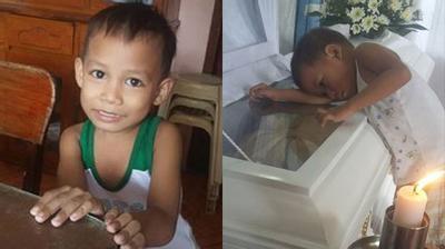"""Cậu bé ôm quan tài mẹ từng khiến hàng triệu người nghẹn ngào: """"Mẹ sống lại rồi à?"""""""