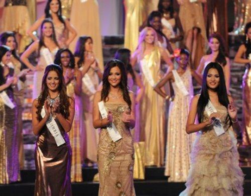 Thi Miss World nên mặc váy màu gì? Huong-Giang-2