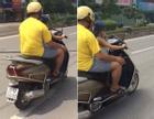 Cho con 5 tuổi lái xe máy vi vu giữa HN vì… đường vắng