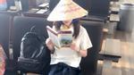 2NE1 Dara khoe ảnh đội nón lá, đọc sách chỉ dẫn sắp sang Việt Nam