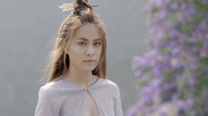 Người phụ nữ đẹp kiên cường trong MV triệu view của Hoàng Thùy Linh
