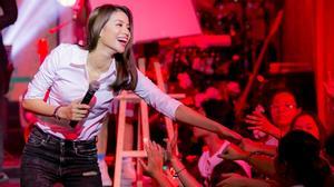 Chưa có một Hoa hậu nào chiều fan như Phạm Hương