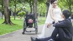 Bộ ảnh cưới đặc biệt của cô gái liệt 2 chân và chàng trai khuyết tật mắt