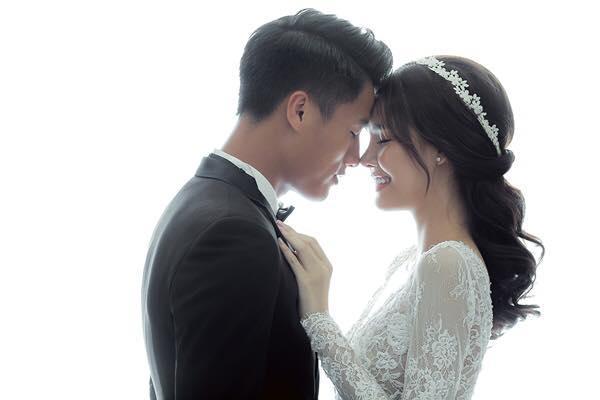 Kỳ Hân hạnh phúc bên chồng