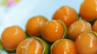 Quả chanh kỳ lạ ruột vàng như nghệ và ăn được cả hạt, bạn đã được thưởng thức chưa?