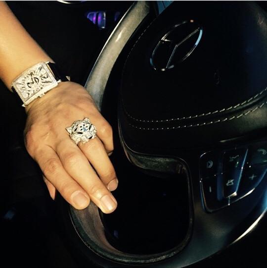Đồng hồ Franck Muller bản giới hạn cùng chiếc nhẫn đầu báo Cartier xấp xỉ 500 triệu của Minh Trí