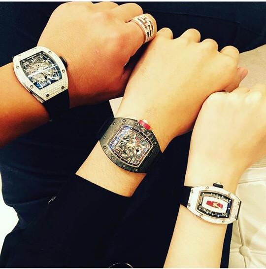 Anh chàng cũng sở hữu rất nhiều mẫu đồng hồ hạng sang, chiếc Patek Philippe Geneve có giá hơn 1,5 tỉ.