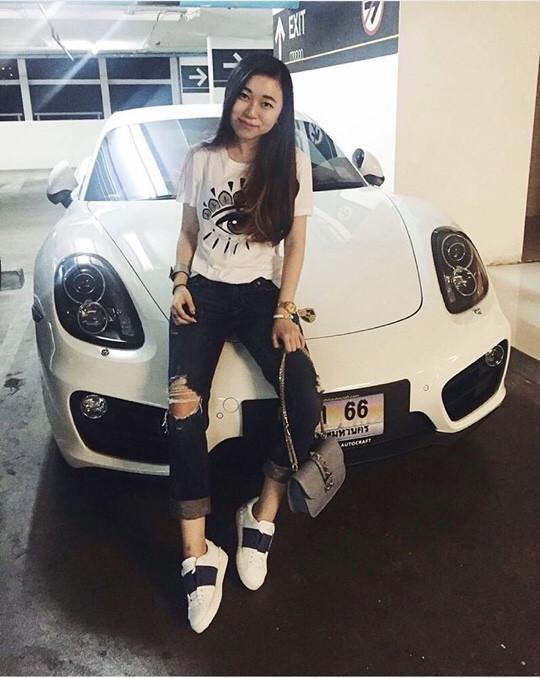 June với bộ cánh sành điệu bên chiếc Porsche mới sắm