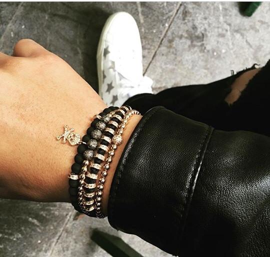 Ưa chuộng đồng hồ Richard Mille, Minh Trí còn đeo vòng tay của hãng Anil Arjandas - một trong những hãng trang sức cao cấp và xa xỉ nhất.