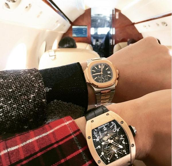 Anh chàng không chỉ sở hữu một mà có cả một bộ sưu tập đồng hồ các nhãn hiệu hạng sang như Richard Mille, Hublot..