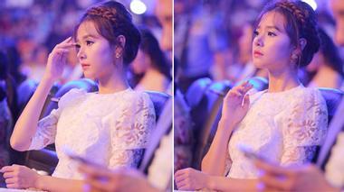 Ngồi ở ghế khán giả Midu vẫn được khen xinh như Hoa hậu