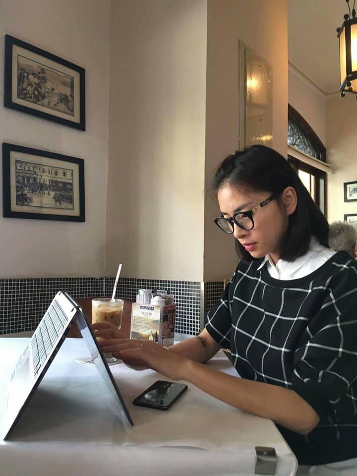 Ngô Thanh Vân: Trở lại với công việc sáng tạo. Làm việc mà cũng phải style, phải thời  trang mới chịu...Văn phòng không chịu ngồi ra cafe ngồi vậy mới sáng tạo được...