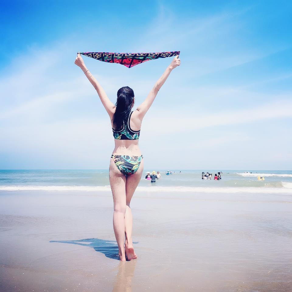 Miss thân thiện Hồ Bích Trâm khiến nhiều người không rời mắt trong  bộ bikini trẻ trung.