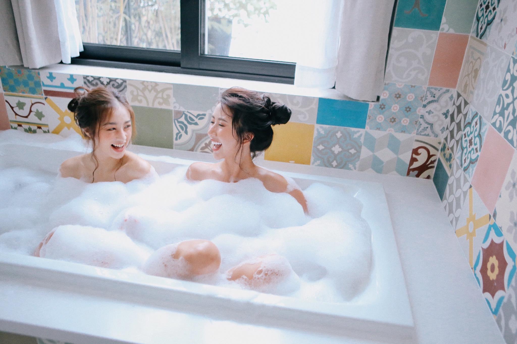 Quỳnh Anh Shyn cũng có bộ ảnh khi lại những khoảnh khắc tuyệt vời cùng bạn thân Sa lim.
