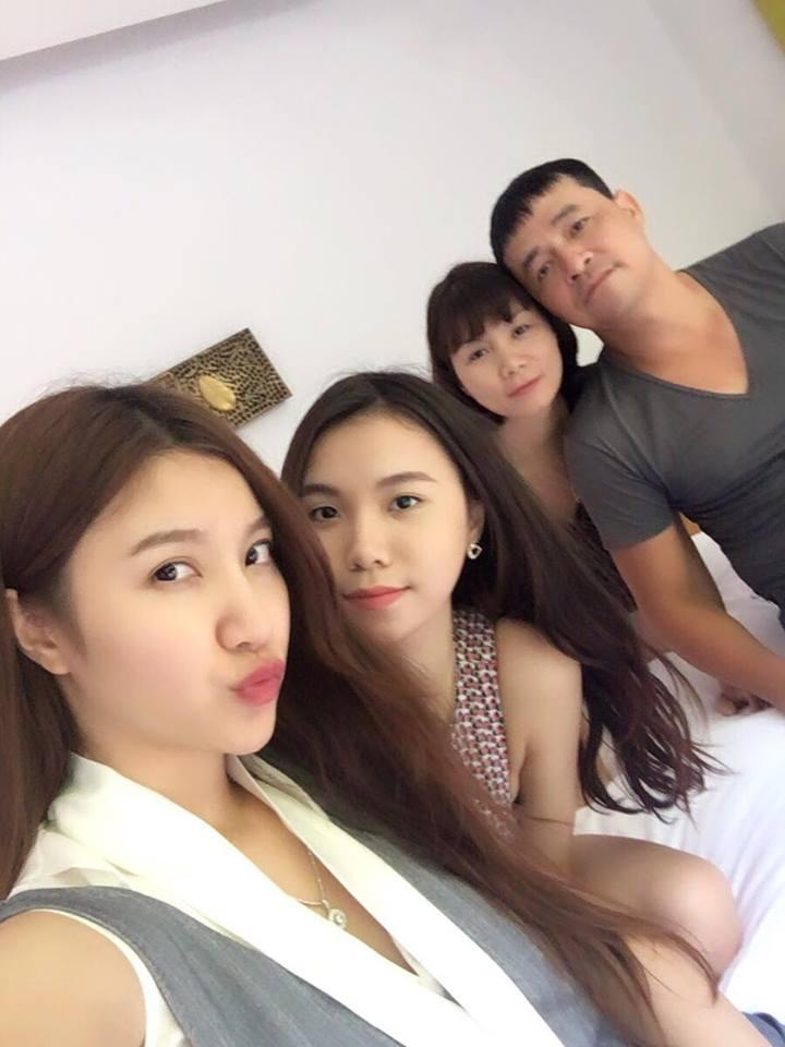 Chuyến đi du lịch này Hạnh Sino đi cùng bố mẹ và em gái.