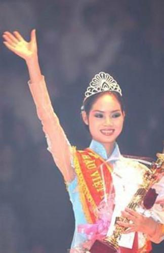 Hoa hậu Việt Nam 2002 - Mai Phương cũng không được đánh giá cao về nhan sắc khi  mới đăng quang. Sau đó người đẹp đã vướng ồn ào khi hé lộ thông tin 'mất tích