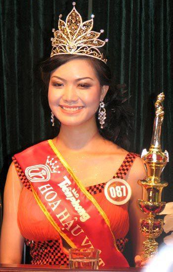 Hoa hậu Việt Nam 2008 - Thùy Dung cũng từng gây xôn xao dư luận ngay khi mới đăng quang vì bị phát hiện chưa tốt nghiệp THPT và thậm chí có cả học bạ giả. Với ồn ào  học vấn, Thùy Dung đã bị mang tiếng với biệt danh không dễ nghe là