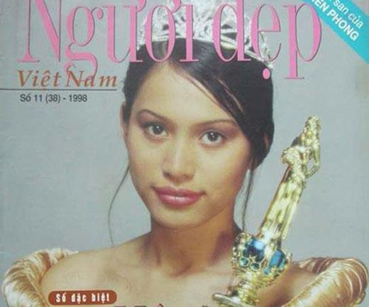 Hoa hậu Việt Nam 1998 - Ngọc Khánh cũng không nhận được sự ủng hộ về nhan sắc  khi mới đăng quang vì sở hữu nét đẹp rất tây và được nhận xét là chưa phù hợp với  chuẩn mực nét đẹp Á đông của cuộc thi.