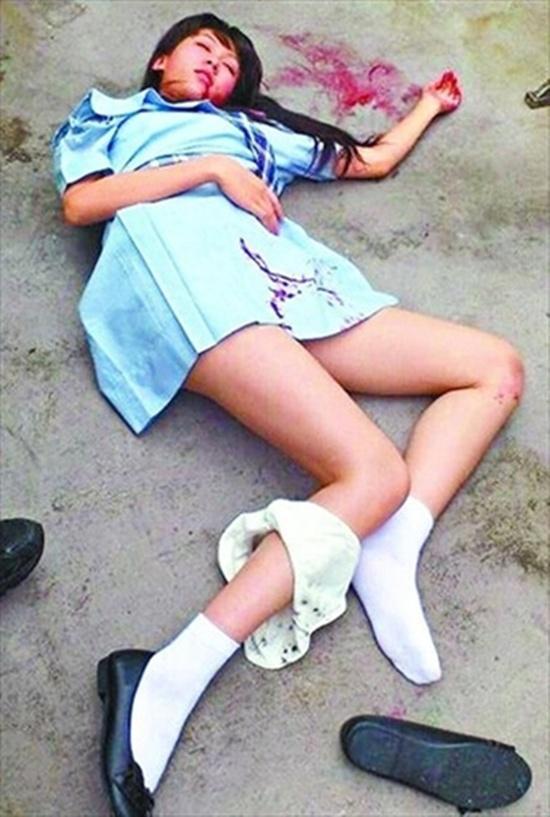 Cảnh nữ diễn viên Thạch Thiên Hân bị cưỡng hiếp trong