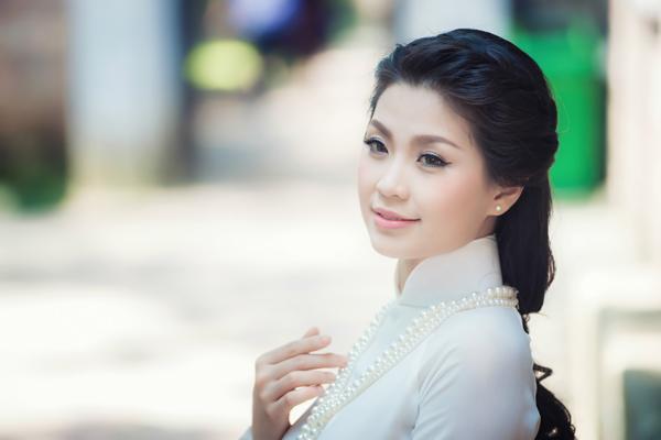 Nét đẹp giản dị, song cũng đầy tươi tắn của Á hậu Diễm Trang.