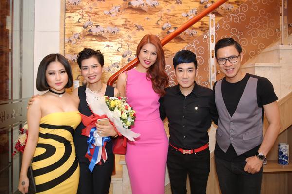 Thanh Hoài và MC Anh Quân cũng nằm trong nhóm bạn thân này.