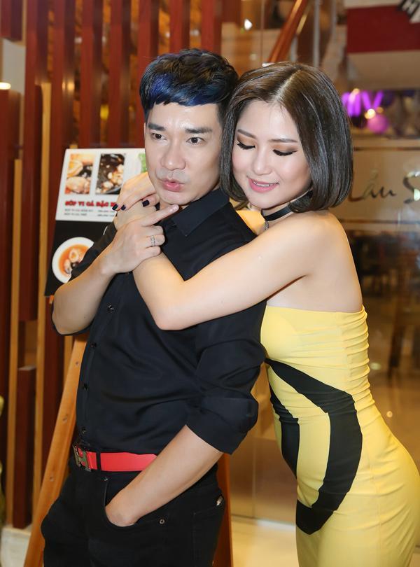 Quang Hà và Hương Tràm có mối quan hệ khá thân tình, hai người đi diễn cùng nhau và còn tham gia các sản phẩm âm nhạc như quay MV.