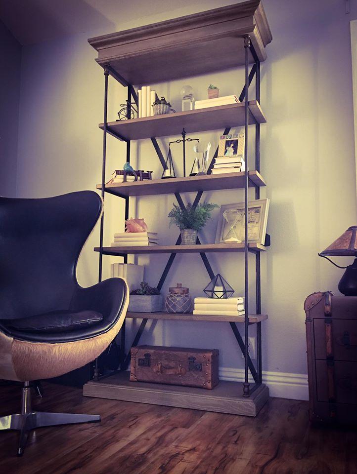 Kỳ Duyên chia sẻ về không gian riêng đọc sách yêu thích của mình: Ghế này là nơi Kỳ Duyên thích nhất để ngồi đọc sách.