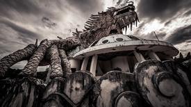 Vẻ đẹp ma quái của công viên bị bỏ hoang ở Huế
