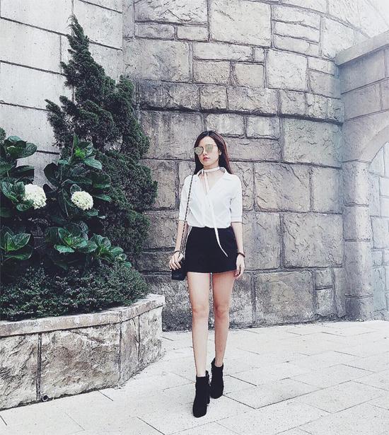 Phong cách giản dị nhưng đầy cuốn hút và tinh tế của hot girl Sài Thành.
