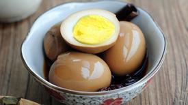 Làm món trứng kho kiểu này, bạn sẽ biết được thế nào là ngon đến ngỡ ngàng!