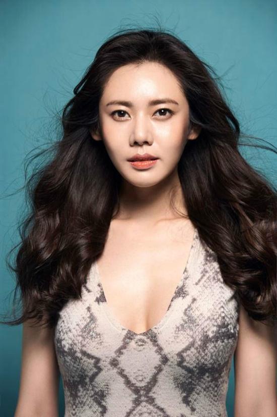 Trái với hình ảnh trong sáng, thánh thiện khi đóng phim Trung Quốc, Choo Ja  Hyun từng tham gia phim cấp 3 trên màn ảnh Hàn cũng như thực hiện bộ ảnh ...