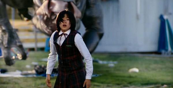 The Host (Quái vật sông hàn) kể về cuộc chiến đấu của gia đình Hee Bong với một con thủy quái tại sông Hàn khi nó đã bắt mất cô cháu gái Hyun Seo của Hee Bong. Gia đình Hee Bong, với sự trợ giúp của những người hàng xóm đã phải tìm mọi cách để chạy chốn cảnh sát cũng như chiến đấu với con quái vật để cứu sống cô con gái thân yêu của mình. Bộ phim đã đem lại doanh thu lớn tại Hàn Quốc nhờ vào kỹ xảo tân tiến và nội dung hấp dẫn thu hút.