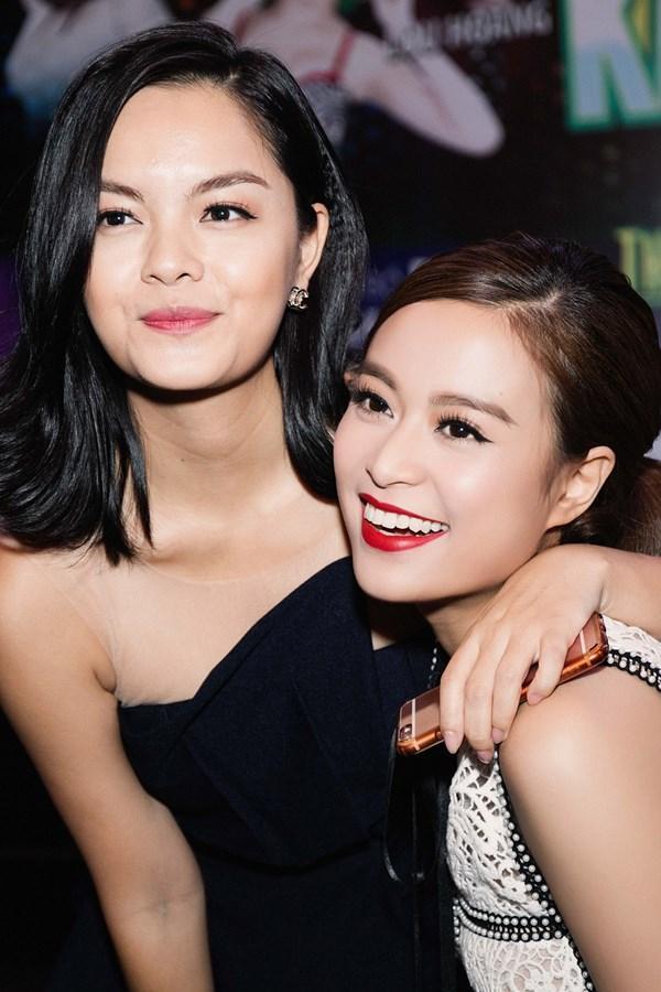 Nếu ai đó không biết trước điều gì, vô tình gặp Hoàng Thùy Linh - Phạm Quỳnh Anh ở ngoài đường thì chắc hẳn cứ ngỡ họ là chị em ruột một nhà.