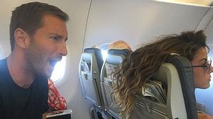 Những hình ảnh khó đỡ trên các chuyến bay
