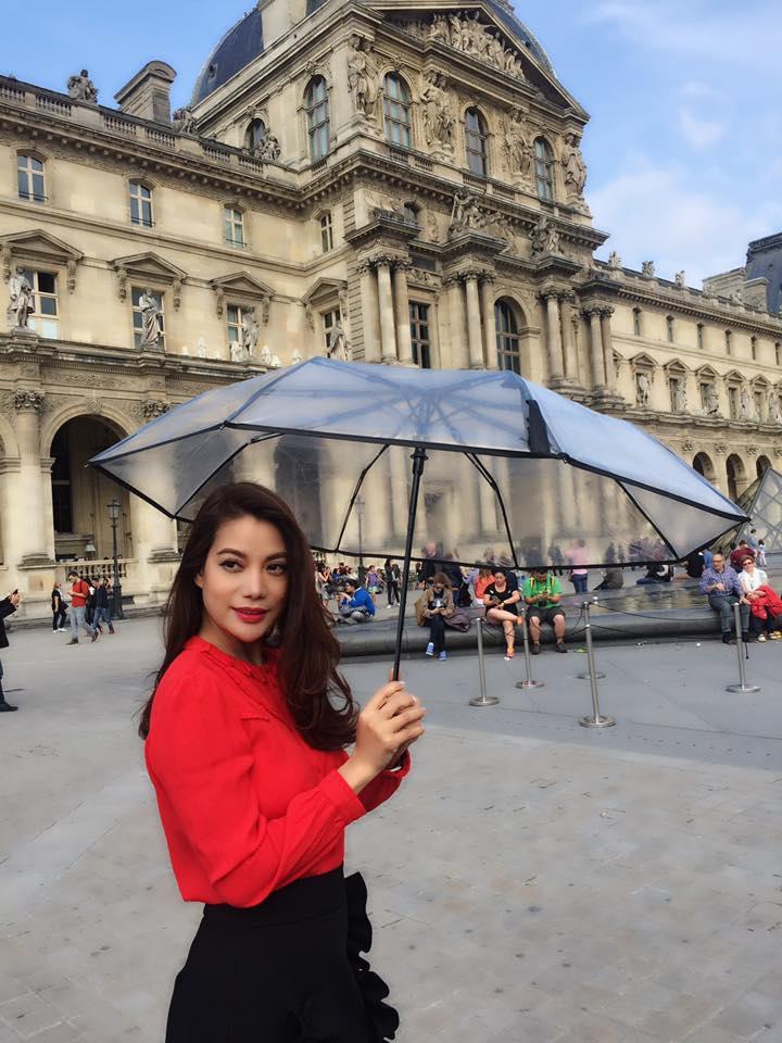 Trương Ngọc Ánh chào tạm biệt nơi mình tới trong chuyến công tác vừa qua:  Tạm biệt Paris hoa lệ.