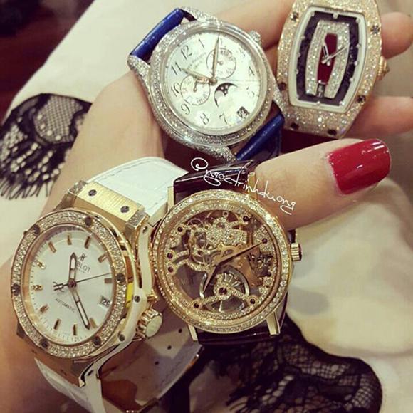 Ước tính bộ sưu tập đồng hồ của cô lên tới hàng tỷ đồng.