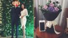 Văn Mai Hương hạnh phúc khi được bạn trai tặng iphone 7 và hoa