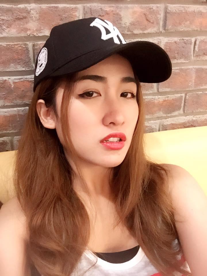 Trang Moon chia sẻ hình ảnh mệt mỏi đến không thể cười nổi.