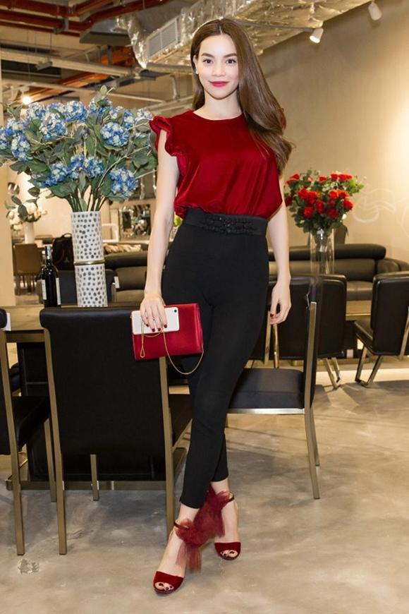 Tuần qua, Hà Hồ gây chú ý với quần đen bó kết hợp áo đỏ