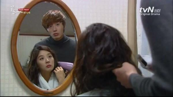 Chẳng phải ôm hôn, đây mới là hành động đốn tim fan của mỹ nam phim Hàn